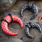 Acrylic checkerboard pincher