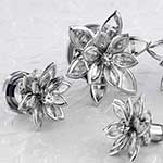 Crystal flower plug